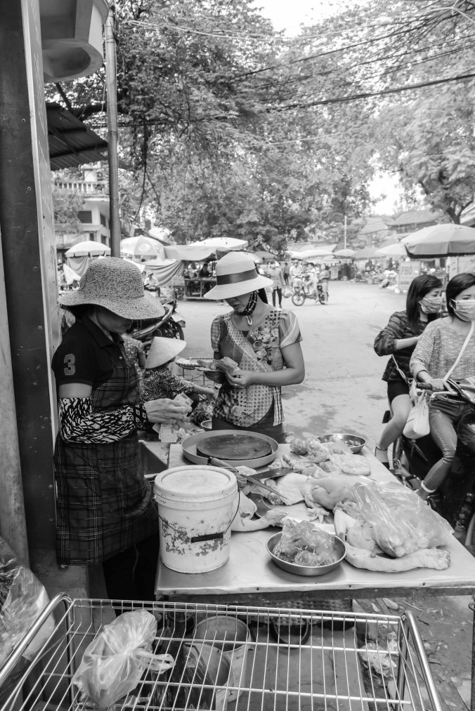 Chic market shopper