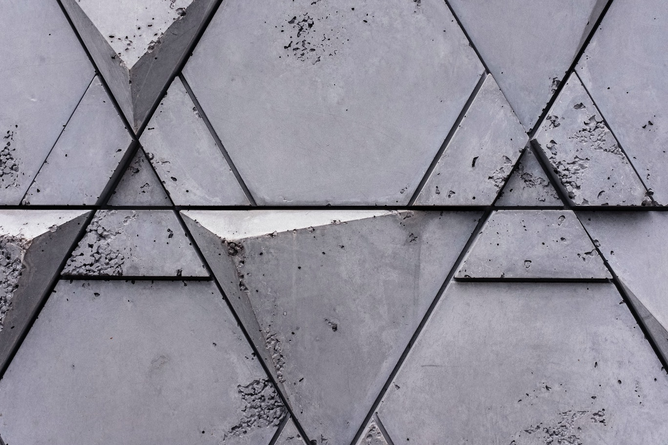 Concrete wall with triangular shapes